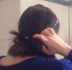 Poser le headband telle une couronne