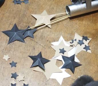 Jouez avec les étoiles de différentes tailles et couleurs